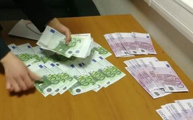 Изъятие денег в Шереметьевской таможне.