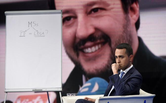 Viie Tähe Liikumise juht Luigi Di Maio, taustapildil Liiga juht Matteo Salvini.