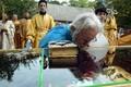 Митрополит Корнилий в Раквере во время перезахоронения мощей священномученика Сергия Флоринского (2003 год)