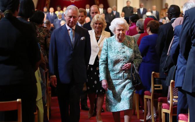 Королева Елизавета и принц Чарльз на встрече стран Содружества наций.