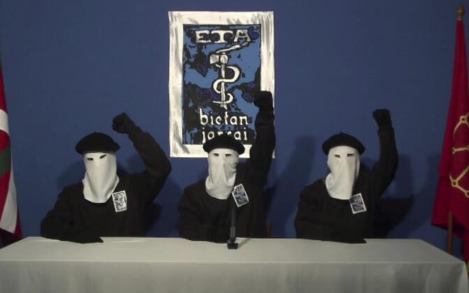 ETA esindajad 2011. aastal avaldust tegemas.