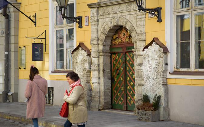 Спор вокруг Дома черноголовых продолжается с момента восстановления независимости Эстонии.