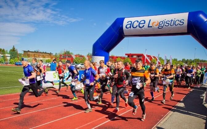 В соревнованиях принимают участие сотни человек.