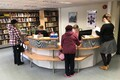 Raamatu ja roosi päev Haapsalu raamatukogus.