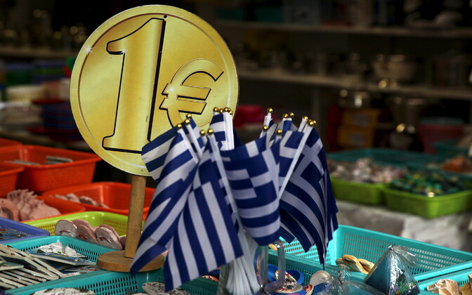 Üheeurose mündi kujutis ja Kreeka lipud.