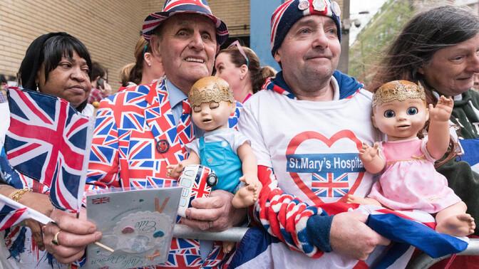 Картинки по запросу британцы отмечают рождение сына