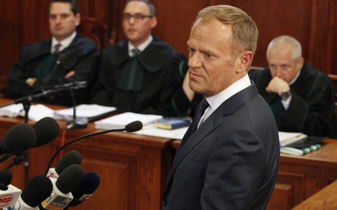 Donald Tusk esmaspäeval Varssavi kohtus.
