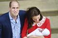 Hertsoginna Katherine ja prints William koos vastsündinud printsiga