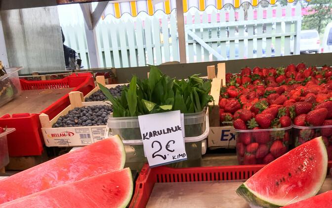 Черемша на рынке в Нымме.