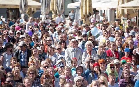 Обычно концерты в честь Дня матери проходили на Ратушной площади.