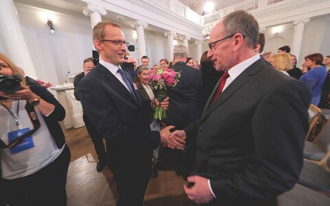 Toomas Asser (right) being congratulated on his election as rector of the University of Tartu. April 26, 2018.