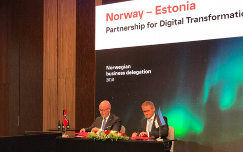 Minister of Public Administration Jaak Aab (Center) and State Secretary at Norwegian Ministry of Foreign Affairs Audun Halvorsen signing the agreement on Thursday. April 26, 2018.