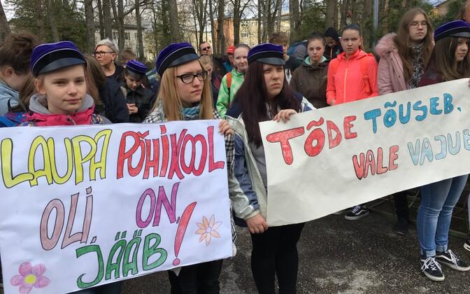 Türil avaldati meelt kavandatava koolireformi vastu.