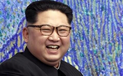 Рукопожатие лидеров двух стран длилось около 30 секунд.