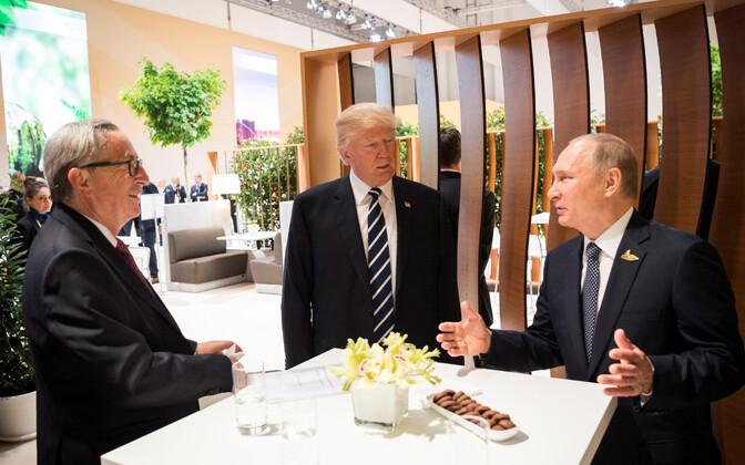 Глава Еврокомиссии Жан-Клод Юнкер, президент США Дональд Трамп и президент РФ Владимир Путин на саммите G20 в июле 2017 года.