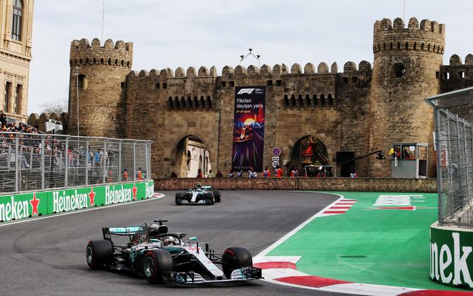 Lewis Hamilton (Mercedes) esiplaanil