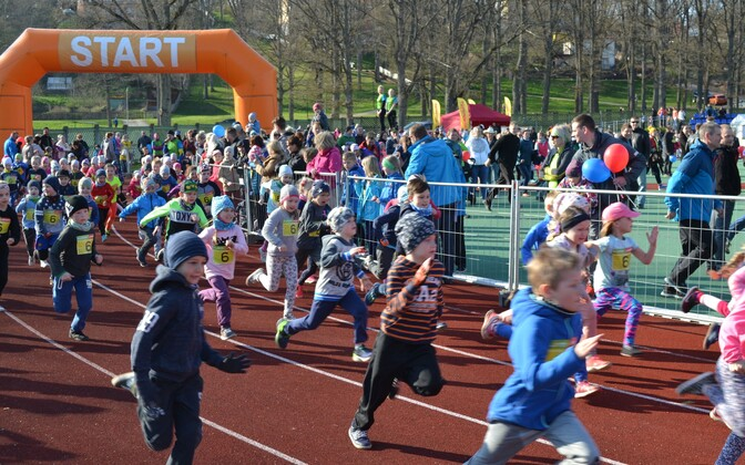 Ümver Viljandi järve jooksu lastevõistlus.
