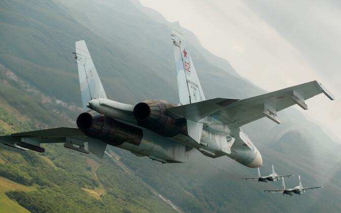 Истребитель РФ Су-27.