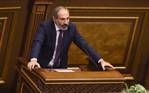 Никол Пашинян выступает в парламенте Армении.