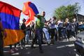 Оппозиция в Армении начала перекрывать дороги.