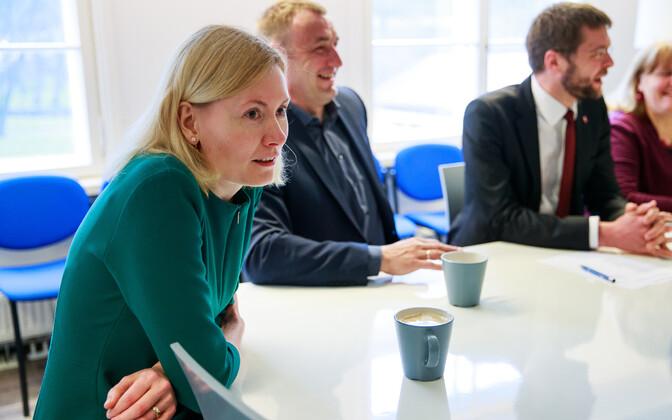 Sotside juhatuse koosolek. Pildil Riina Sikkut, Kalvi Kõva ja Jevgeni Ossinovski.