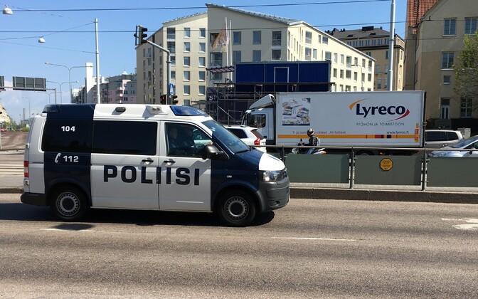 Politseiauto Helsingis Mechelini tänaval.