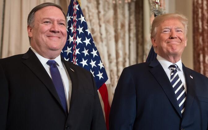 USA välisministriks vannutatud Mike Pompeo ja president Donald Trump välisministeeriumis.