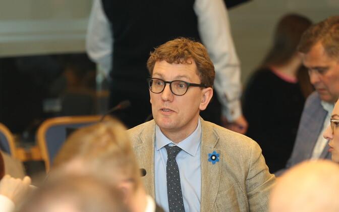 Tallinna reformierakondlased eesotsas Kristen Michaliga linnapea Taavi Aasa umbusaldamas.
