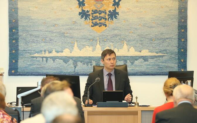 Tallinn City Council chairman Mihhail Kõlvart (Centre).