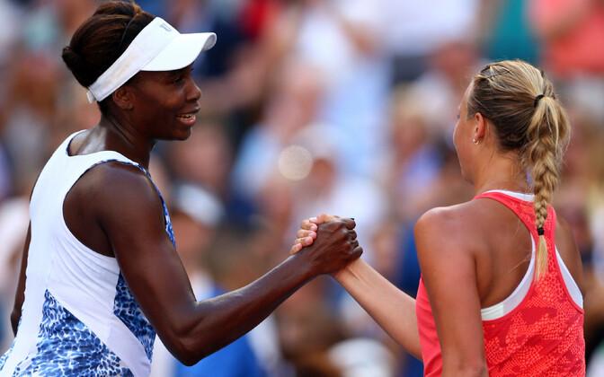 Venus Williams ja Anett Kontaveit 2015. aasta US Openil.