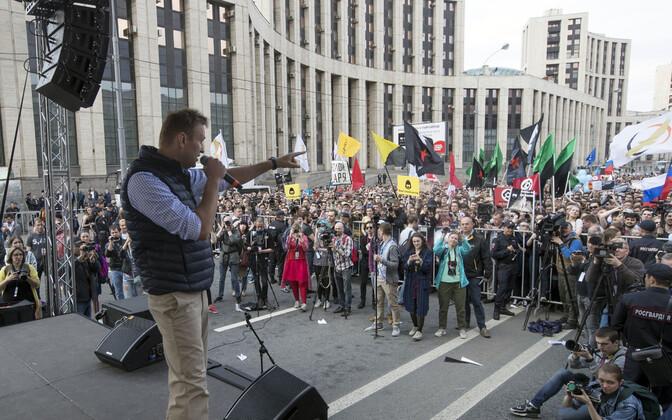 Алексей Навальный 30 апреля на акции протеста в Москве.