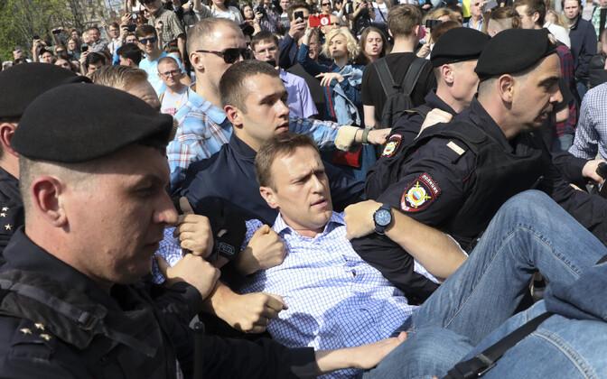 На Пушкинской площади в Москве полиция задержала Алексея Навального, пришедшего на митинг