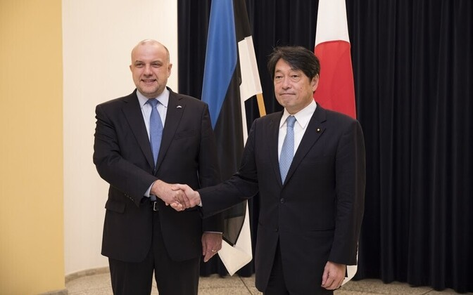 Minister of Defence Jüri Luik (IRL) and Japanese Minister of Defence Itsunori Onodera in Tallinn on Sunday. May 6, 2018.