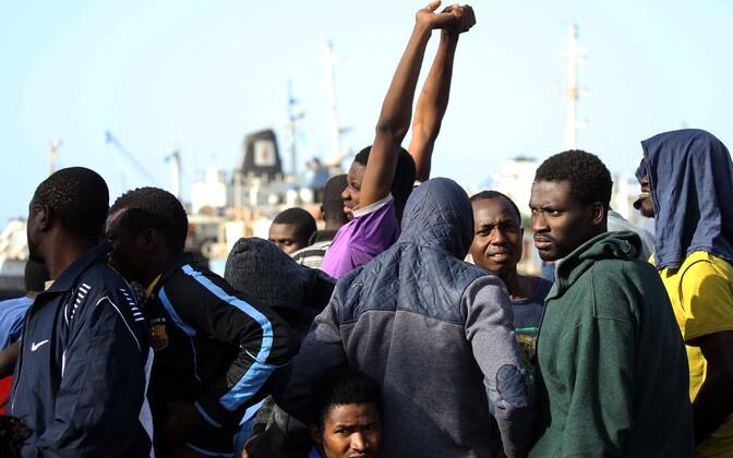 Tripoli sadamasse 6. mail tagasi toimetatud illegaalsed migrandid.