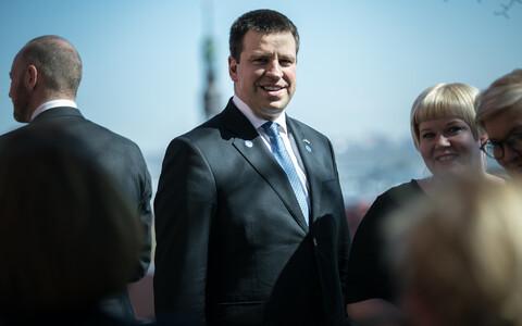 Prime Minister Jüri Ratas (Centre)