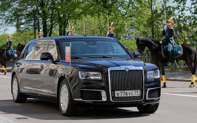 Vlardimir Putin saabus ametisse vannutamise tseremooniale uues kodumaises limusiinis.