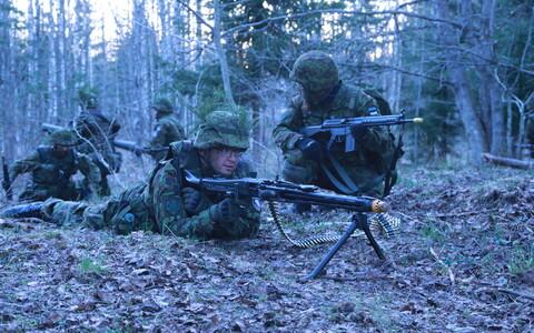 Участники Кайтселийта ведут учебный бой в составе 1-й пехотной бригады.