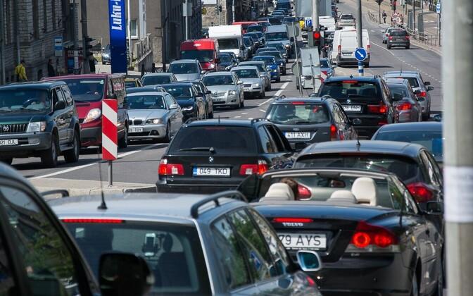 Foto on illustratiivne. Liiklus Tallinna kesklinnas.