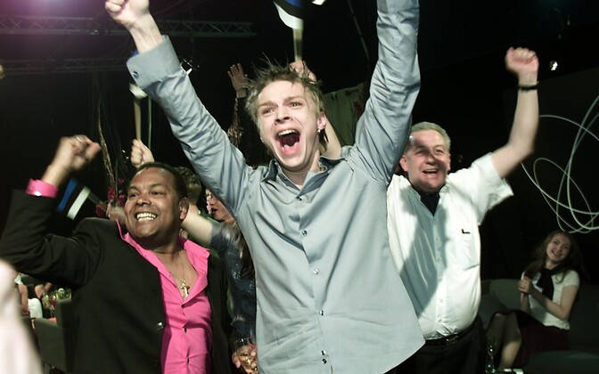 Tanel Padar ja Dave Benton rõõmustamas pärast 2001. aasta Eurovisiooni võitu.