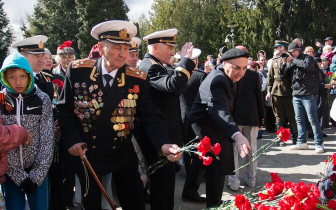 Ветераны на Военном кладбище.