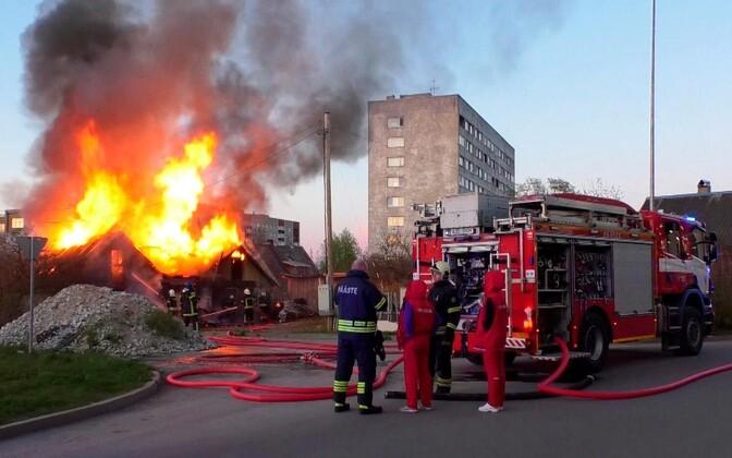Пожар у ТЦ Astri.