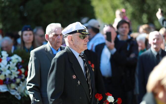 Празднование 9 мая возле Бронзового солдата.