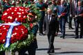 Военнослужащие Президентского полка установили к Вечному огню три венка от имени лидеров трех стран, Путин, Нетаньяху и Вучич поправили ленты, на которые были нанесены памятные надписи на русском, английском и сербском языках.