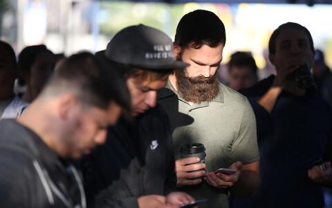 Pole sugugi kindel, kas tulevikus on uue telefoni saabudes Apple'i poed sarnaselt inimestest pungil.