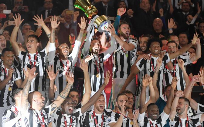 Torino Juventuse mängijad karikaga.