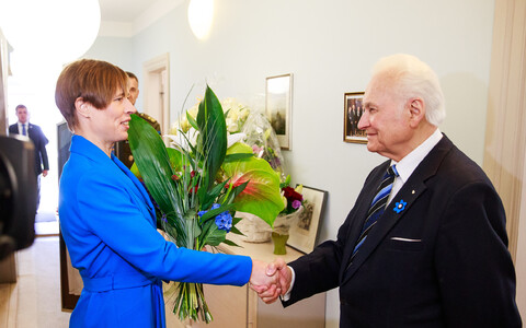 President Kersti Kaljulaid congratulates President Arnold Rüütel on his 90th birthday, May 10, 2018.