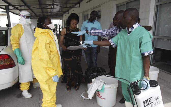 Tervishoiutöötajad eelmise Ebola puhangu ajal 2014. aastal Kongo DV-s.
