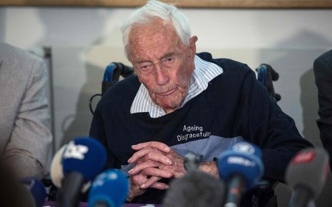 David Goodall 9. mail Baselis pressikonverentsil oma otsust selgitamas.