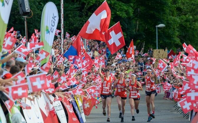 Võidukas Šveitsi sprinditeate võistkond finišis