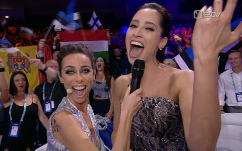 Элина Нечаева и одна из ведущих
